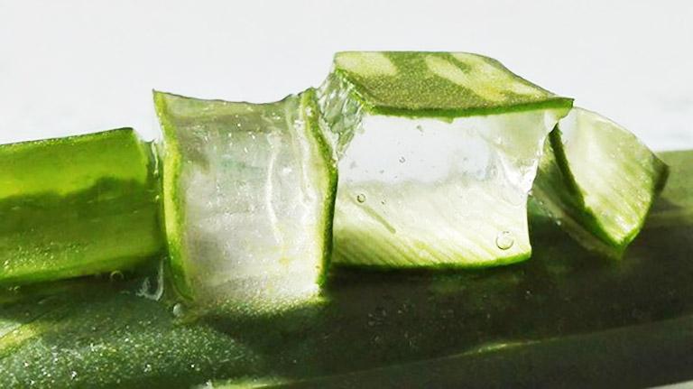 Dùng gel nha đam trị mụn nhọt ở mặt giúp giảm nhẹ các tổn thương trên da