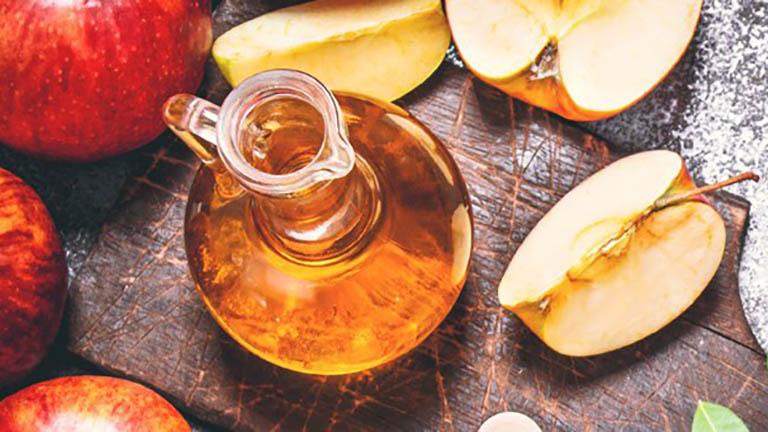 Chữa mụn thịt tại nhà bằng giấm táo mang lại hiệu quả khá tốt