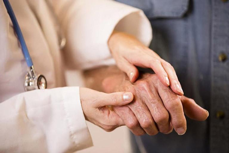 Người bệnh nên đến phòng khám Đông y để được bắt mạch và chẩn đoán thể bệnh
