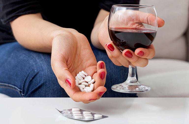 viêm khớp dạng thấp có uống rượu được không
