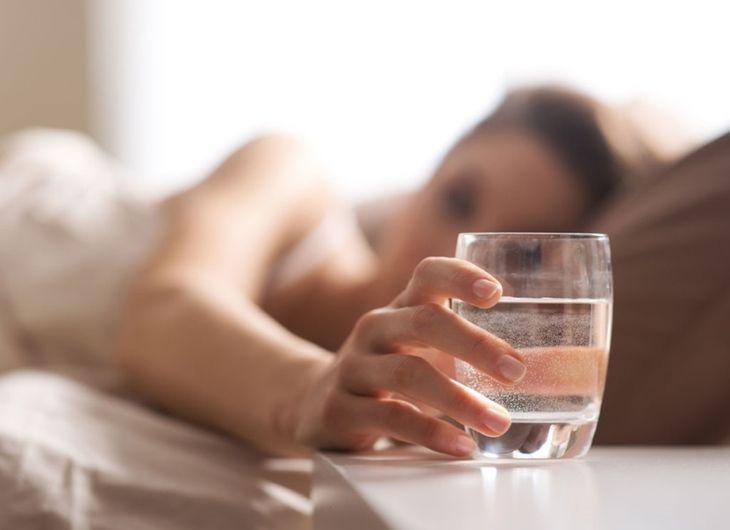 Uống ít nước cũng có thể gây viêm nhiễm đường tiết niệu