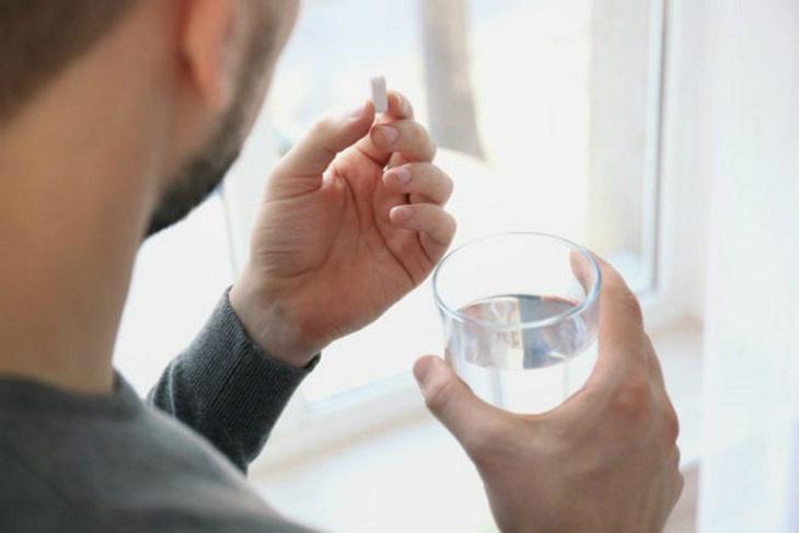 Đối với Acepron Paracetamol dạng viên, uống trực tiếp với nước