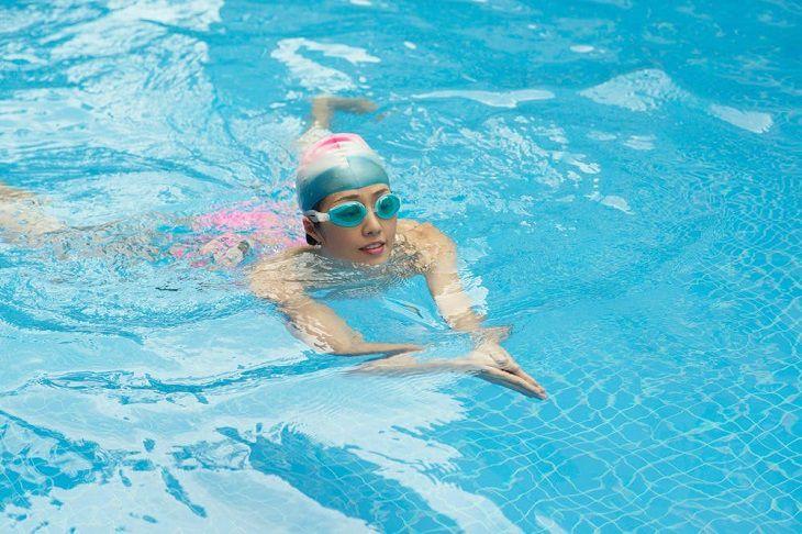 Bơi ếch giúp tăng chiều cao hiệu quả