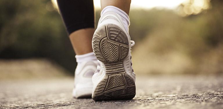 Đau dây thần kinh tọa vẫn có thể đi bộ và tập thể dục để hỗ trợ điều trị bệnh