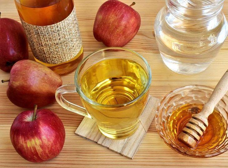 Giấm táo ủ tóc là một trong những cách làm an toàn, hiệu quả