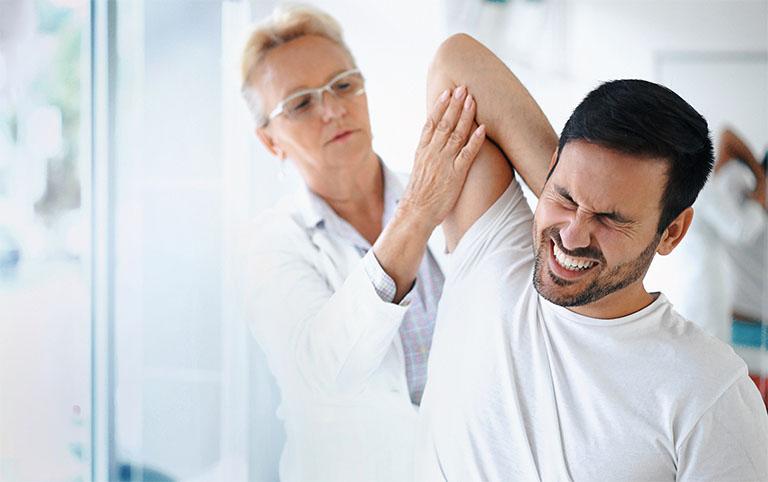 Thăm khám chuyên khoa khi các triệu chứng của bệnh diễn ra kéo dài