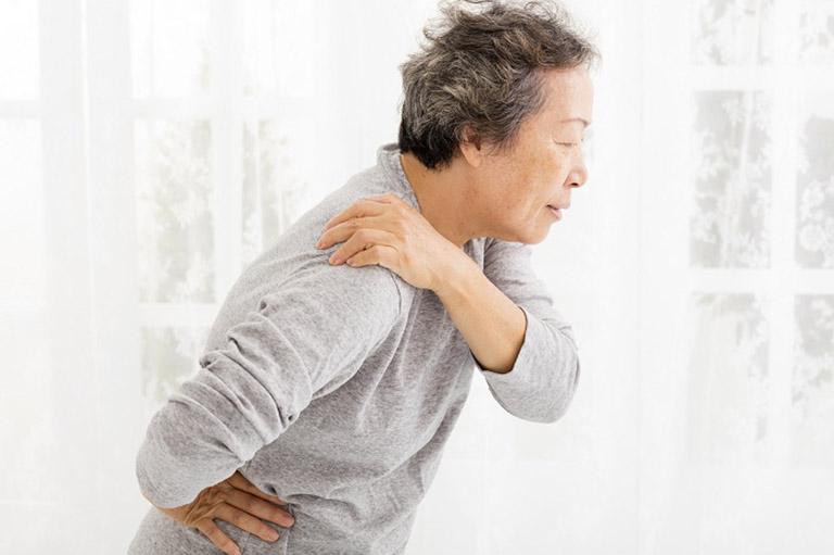 Loãng xương ở người cao tuổi gây ra các cơn đau mãn tính ảnh hưởng đến chất lượng cuộc sống