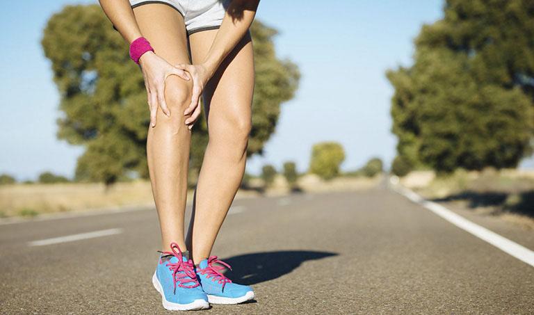 Thoái hóa khớp gối có nên đi bộ để hỗ trợ điều trị bệnh không?