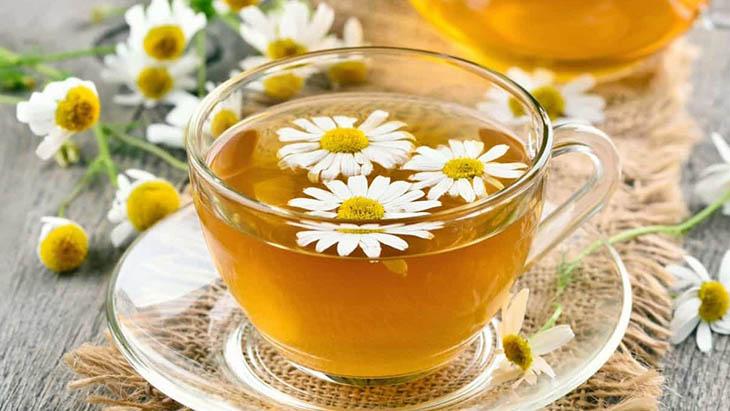 Trà hoa cúc là loại trà thảo mộc với thành phần chính là hoa cúc khô