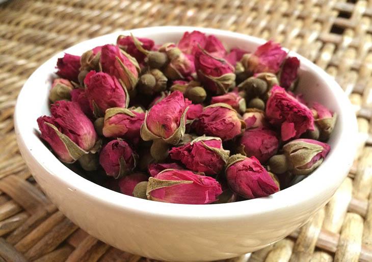 Lưu ý quan trọng khi sử dụng trà hoa hồng