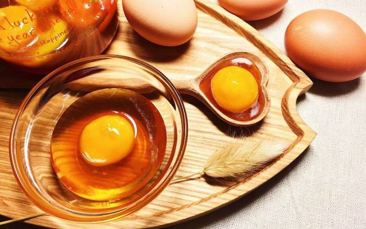 Ủ tóc bằng trứng gà cho hiệu quả cao